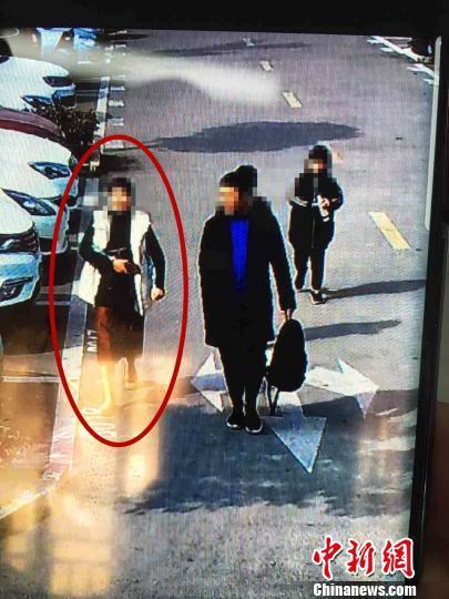 """图为:""""宝马女""""捡到钻戒后欲占为己有 台州市中心医院供图 摄"""