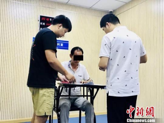 王某被警方抓获。台州公安供图 台州公安 摄