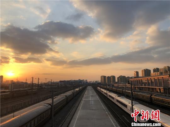 图为宁波东站。 林波 摄