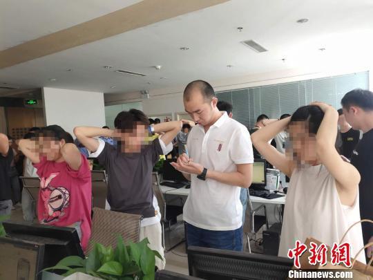 专案组进行集中收网 安吉公安提供 摄