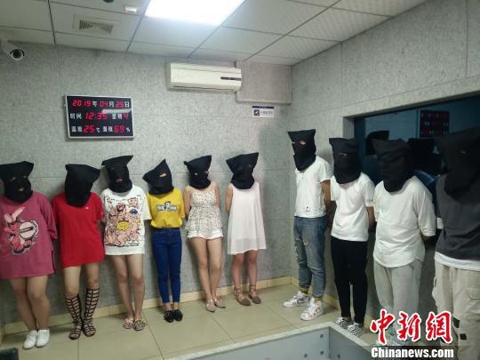 专案组抓获犯罪嫌疑人27人 安吉公安提供 摄