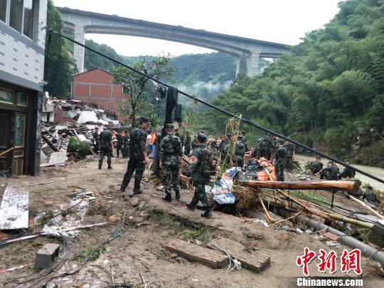 山早村特大自然灾害救援现场。 杨青 摄