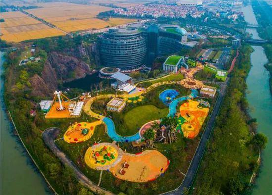上海世茂精灵之城主题乐园深坑秘境区