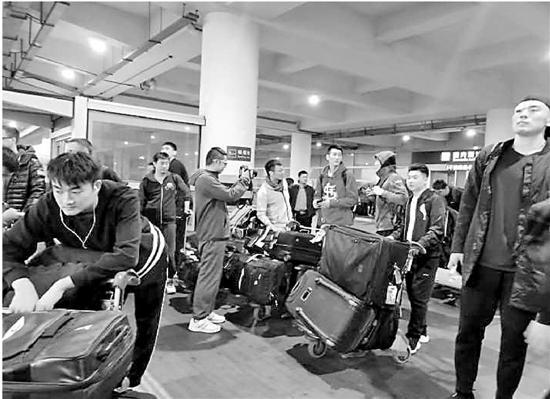 辽宁队抵达杭州
