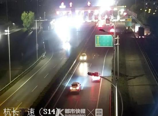 浙江一网约车深夜载着乘客 高速超车道上逆行4公里