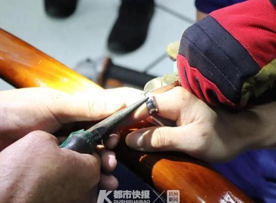 浙1男子试戴网红开瓶器戒指无法取下 寻求消防帮助