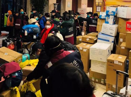 家乡的温暖已运达武汉 稳稳交到杭州医疗队手里了