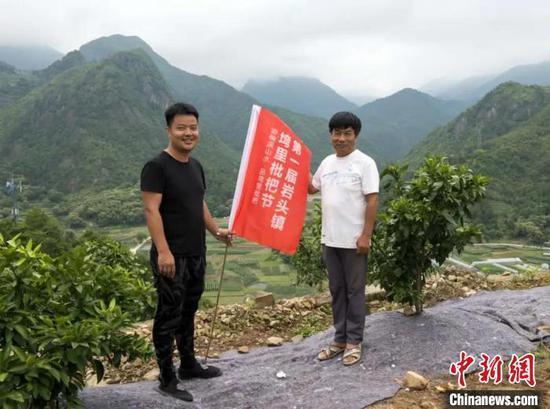 温州80后小伙返乡务农 父子携手打造阳光农场(图)