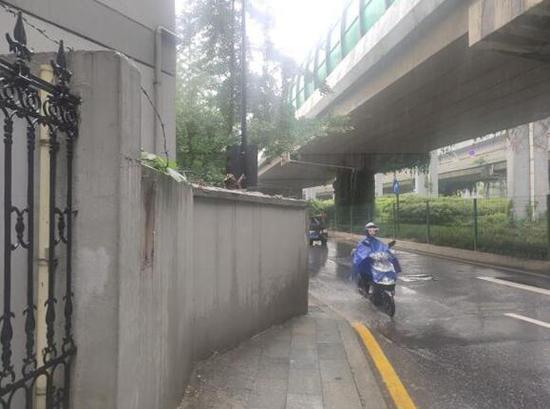 曾经最窄处不足30厘米 杭州最窄的人行道扩宽了(图)