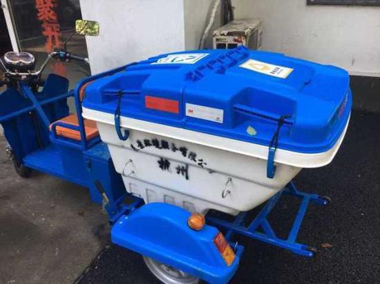 杭州西湖景区环保升级 白堤上驶来定制保洁车