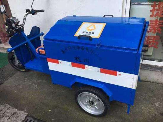 另外一个款式车身蓝白相间。主要用于日常巡回保洁。
