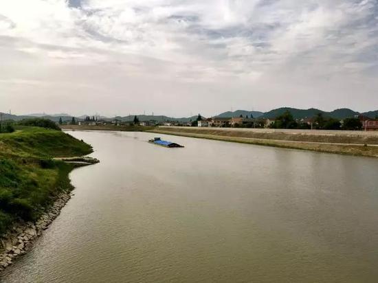 江藻人口_江藻镇中的教师图片