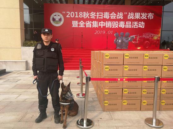 浙江警方组织的集中销毁毒品活动现场。 水蓝薇 摄