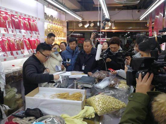 检查现场。杭州市市场监督管理局供图