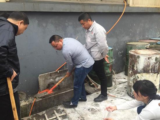 环保工作人员在蓝天保卫1号行动期间坚守岗位。浙江省环境执法稽查总队 供图