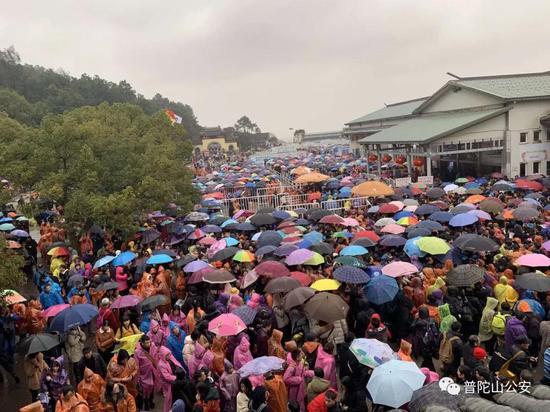 普陀山一天迎送游客近18万 普陀山旅游警察温馨提醒