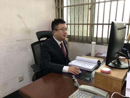 浙江省义乌市人民检察院以涉嫌诈骗罪对吴某某提起公诉 奚金燕 摄