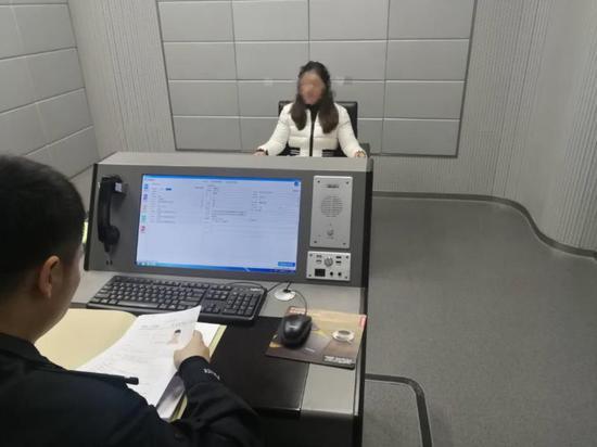 图为:警方调查案情 黄岩公安供图