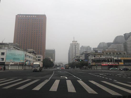 春节期间杭州城区道路。张斌 摄