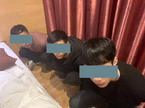 三名涉案男子被抓现场