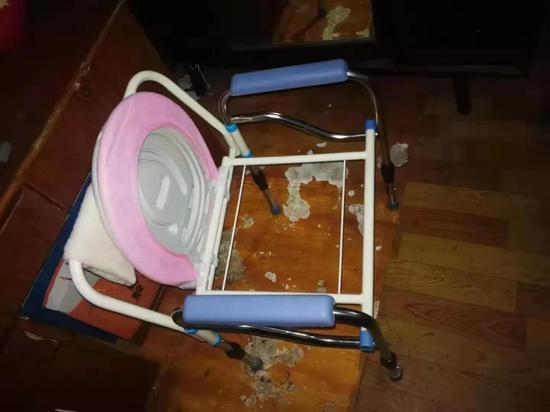 图为困住老人的座椅。 海宁公安供图
