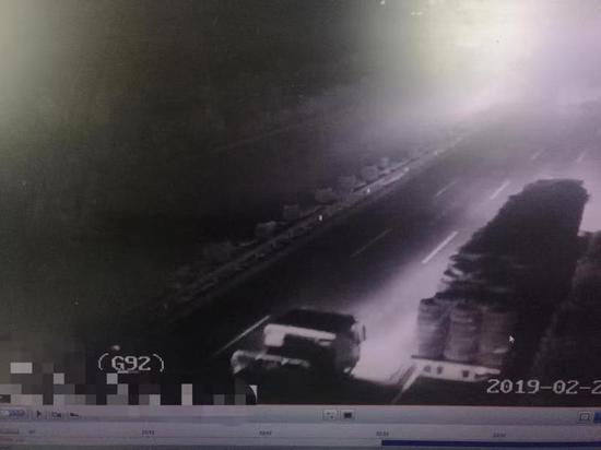 图为高速监控画面。浙江省高速交警总队绍兴支队供图