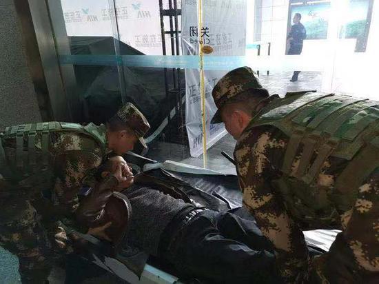紧急施救现场。 武警杭州支队供图