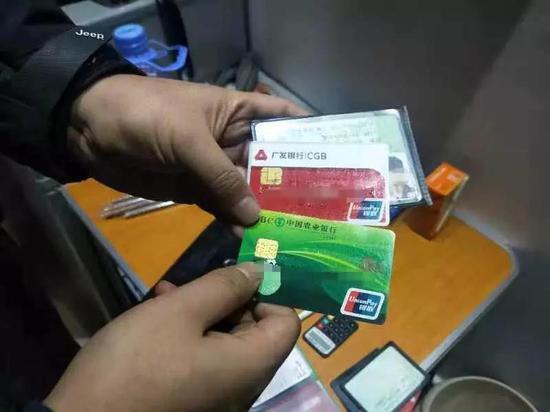 手机号码在线选号信用卡被盗刷买手机 百只最新苹果手机在义乌被贱卖