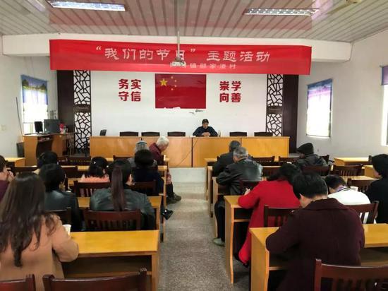 """昨天下午,陶堰镇在邵家溇村文化礼堂举办""""清明节文化与习俗""""讲座。"""