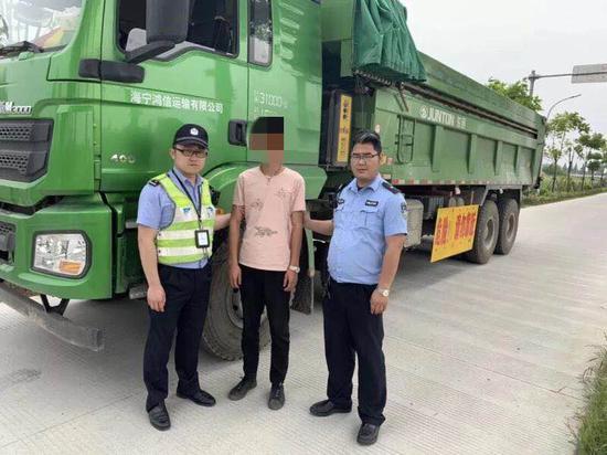 图为:驾驶员李某被刑拘 。海宁公安供图