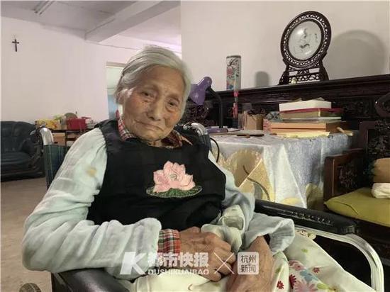 105岁的黄奶奶