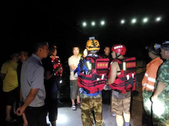 图为:搜救现场。仙居县委宣传部供图