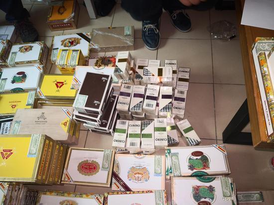 现场查获大批量烟弹和走私雪茄烟。南浔公安提供