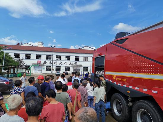 图为村民取水现场。 绍兴消防供图