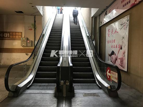 杭州78岁大妈为保护老伴从电梯上摔了下来 紧急送医