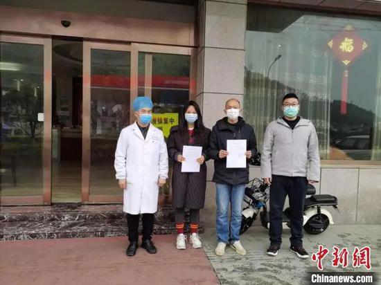 杭州隔离点的桌上 湖北女子放了几张写着字的纸巾