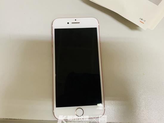 旧手机怎么处理才安全 杭州妹子直接上锤子砸了七八部