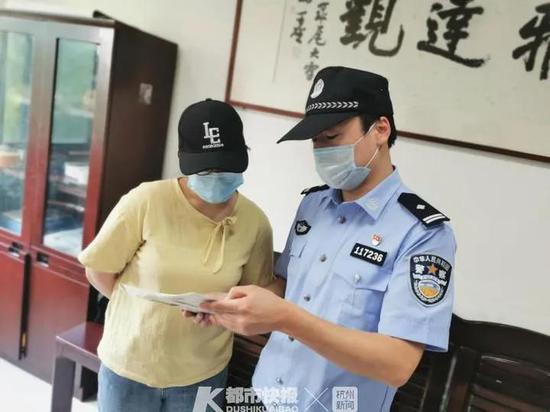 14分钟连拨20次电话 杭州民警电话轰炸被连说感谢