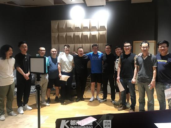 临近六一儿童节 杭州一群老父亲组团进了录音棚