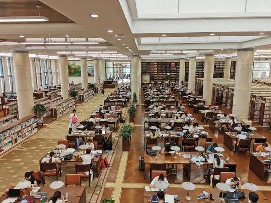 晚上多了好去处 杭州图书馆座位增加到1600个时间延长