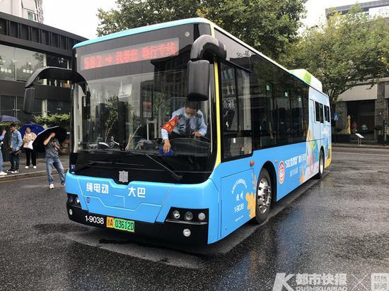 残疾人免费乘坐 杭州首条服务残疾人助行专线周六开通
