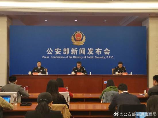 取消驾驶证70周岁年龄上限 杭州不少老年人很激动