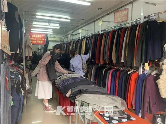 中山中路上两家外贸店 突然成了网红店