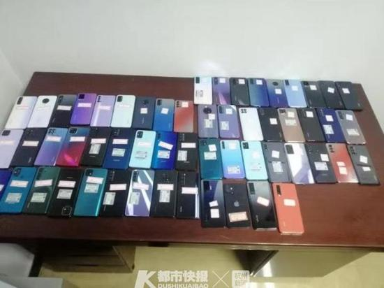 凌晨4人闯进杭州一手机店 偷走价值约20万的手机