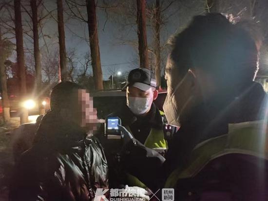 杭州1男子酒驾被查后借酒浇愁 结果再次醉驾被查