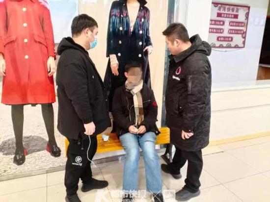 男子来杭州专偷高校图书馆里的包 被抓后戏精上身