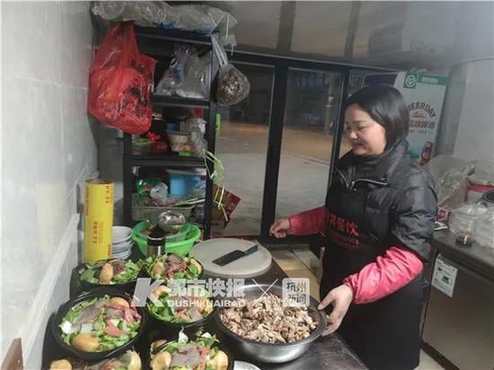驱车40公里为了吃面 杭州一不起眼的夜宵店生意超好