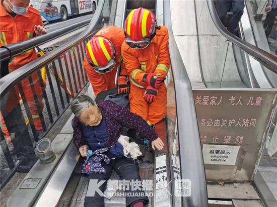 屡坏屡修屡修屡坏 杭州这条最窄的电梯又出意外了
