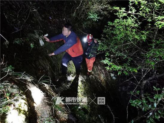 22人组成的家庭探险团 被困在了江浙第一高峰一夜