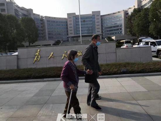 和老伴补拍结婚照迁回户籍 温州乐清85岁老人圆了心愿